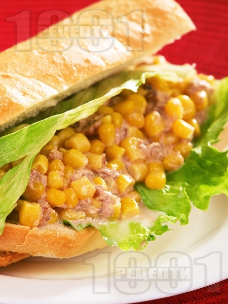 Лесен сандвич с царевица и риба тон - снимка на рецептата